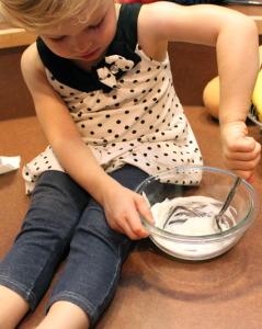 stirring-banana-muffin