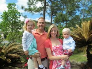 momwithagoldenfork_family